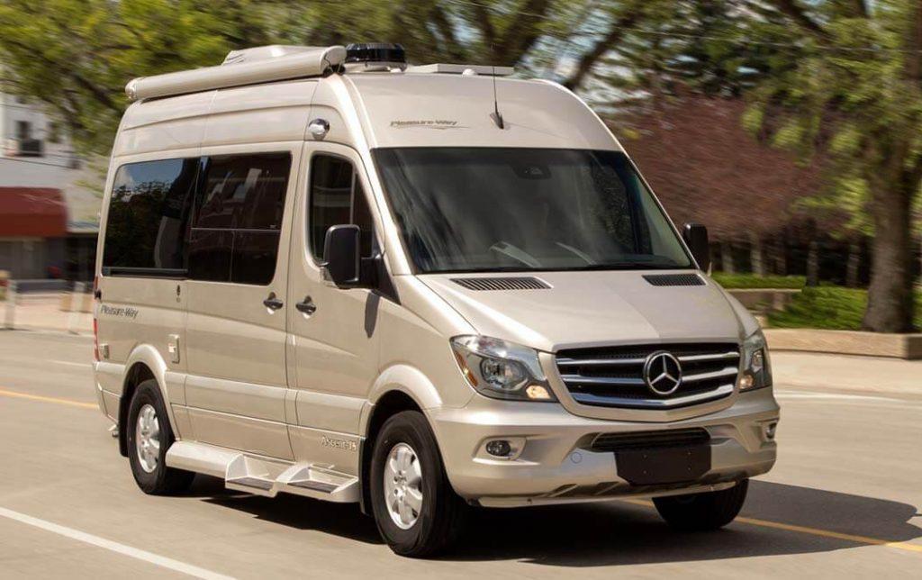 Pleasure-Way Ascent TS un van confortable : vu sur la route
