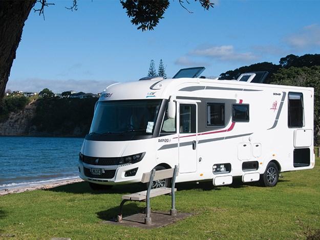camping car Rapido 8094dF vu 3/4 côté conducteur