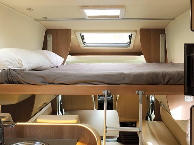 Couchage avec grand lit du Bürstner Lyseo TD590