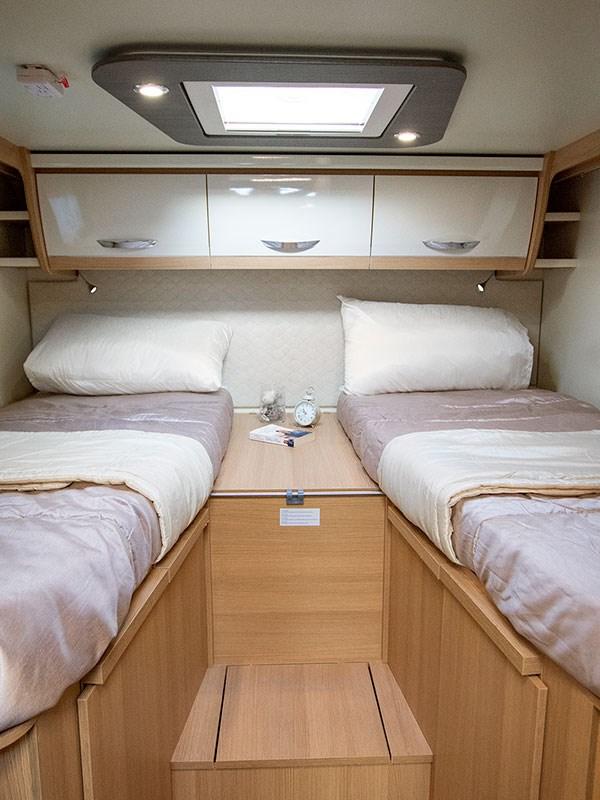 Les deux lits simples du Camping car McLouis Fusion