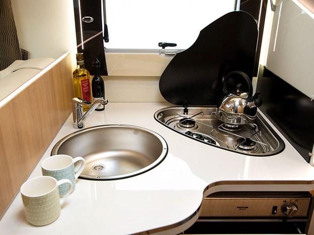 Evier et plaque de cuisson du Camping car McLouis Fusion