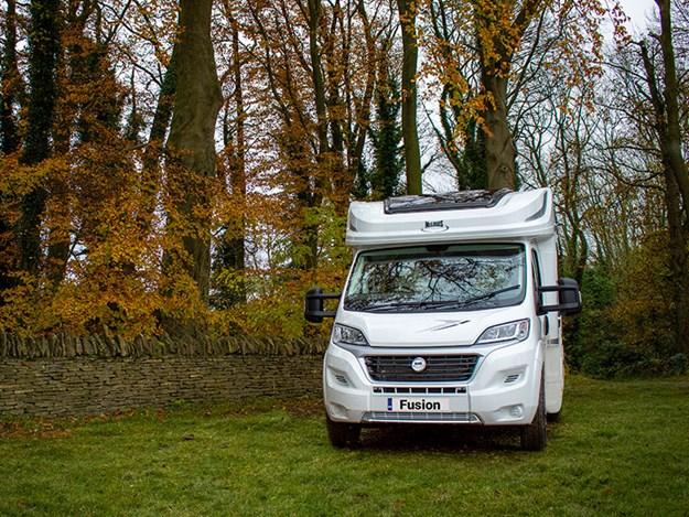 Le Camping car McLouis Fusion garé en forêt