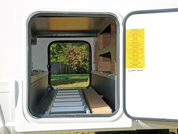 Soute arrière du camping car Adria Coral 660SCS