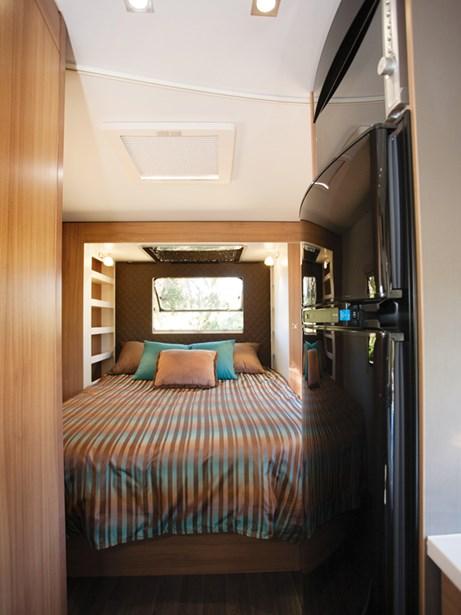 Adria Coral 660SCS et son lit principal