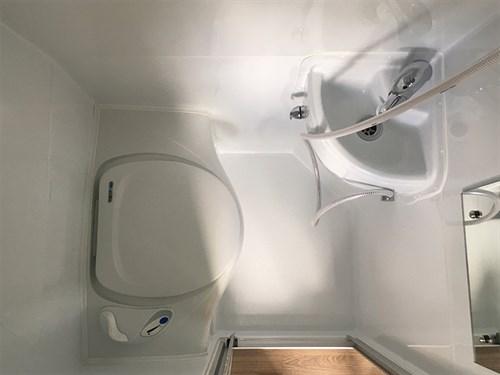 Salle de bains, douche et wc du Van Kea Odyssey SWB