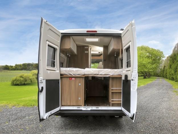 Le Carado Vlow 600 portes arrières ouvertes en grand