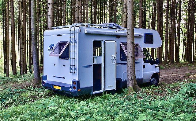 Camping car en foret