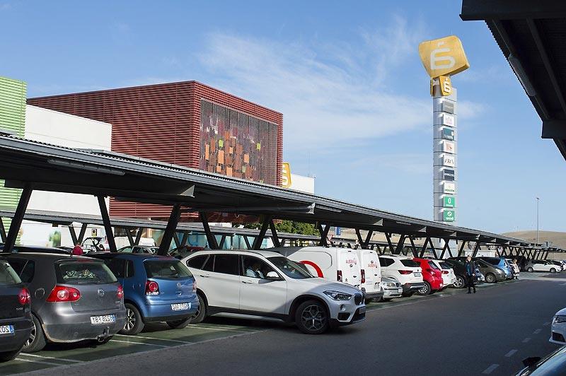 Parking de supermarché et camping car