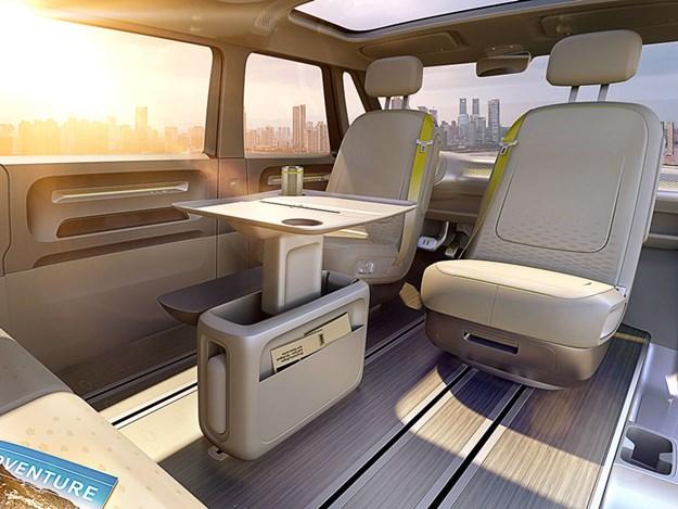Intérieur moderne et fonctionnel du combi électrique VW ID Buzz