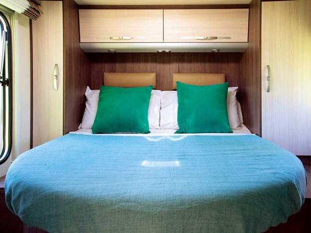 Le grand lit au fond du Bürstner Ixeo Time IT700