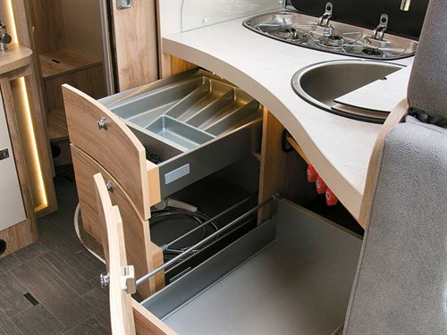 La Cuisine très bien conçue du camping-car Eura Mobil Profila T 725QB
