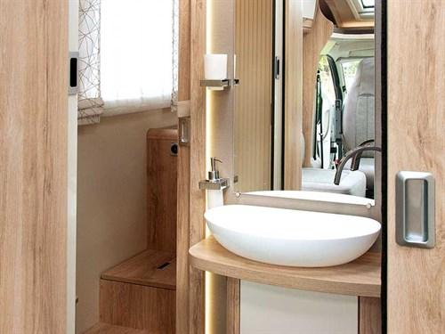 Joli lavabo du Eura Mobil Profila T 725QB