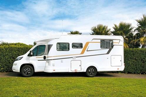 Camping-car Eura Mobil Profila T 725QB vu Coté conducteur
