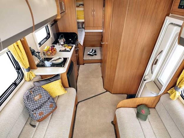 L'intérieur spacieux de l'Auto-Trail Imala 734