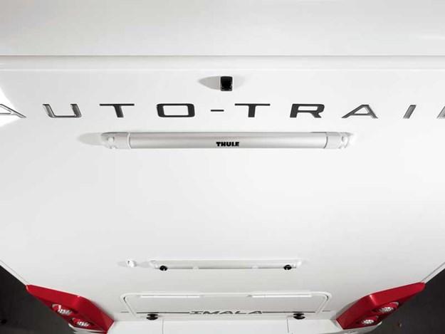 Logo d'Auto-Trail Imala 734 et l'emplacement pour le porte vélo optionnel