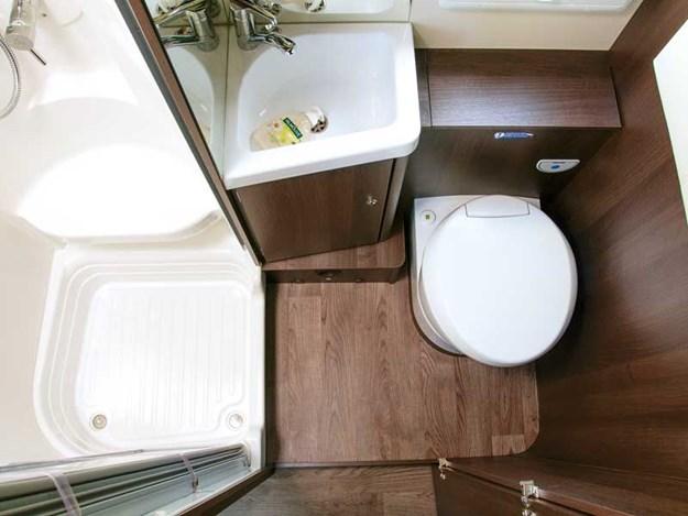 La salle de bain pratique du Roller Team Zefiro 690