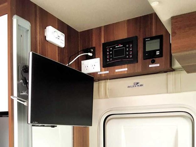 La télé du Roller Team T-Line 590 peut être vu de partout dans le camping-car