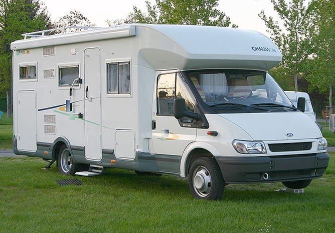 Camping car semi intégré
