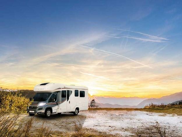 camping-car Auto-Trail Imala 734 garé dans la campagne