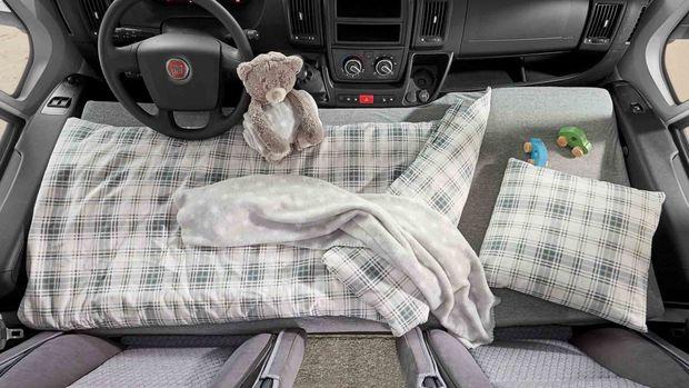 Hobby Vantana Ontour - Petit plus avec un lit d'appoint sur les sièges de la cabine